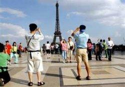 Власти Франции отложили введение туристического налога