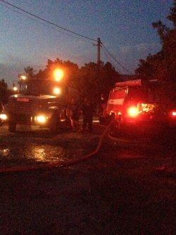 Под Геленджиком ночью сгорела база отдыха, эвакуированы 80 туристов