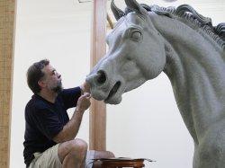 Мастер редкого иппологического жанра в скульптуре готовится к выставке в Минске