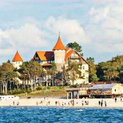 В августе еще можно найти места в отелях в Паланге и Юрмале, а вот в польскую Лебу попасть уже не получится