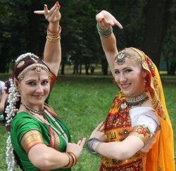 Что такое  чапати и как танцуют в стиле болливуд? В Минске прошел День Индии