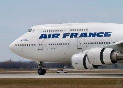 Air France зарегистрирует багаж в центре Парижа