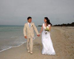 Как белорусы устраивают символические свадебные церемонии за границей