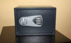 Ночью неизвестные украли сейф с валютой из турфирмы в центре Калининграда
