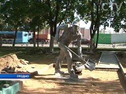 Первый в Беларуси памятник дорожному рабочему установлен в Гродно