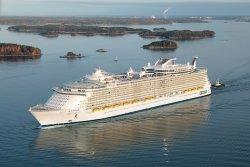 Крупнейший в мире круизный лайнер совершил остановку в Малаге