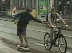 По центру Брюсселя в воскресенье передвигались только пешком, на роликах или на велосипеде
