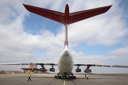 Авиапассажирам в Европе разрешили пользоваться телефонами во время посадки самолета