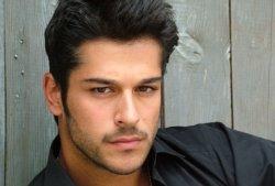 Популярный турецкий актер Бурак Озчивит решил заняться инвестициями в гостиничный бизнес