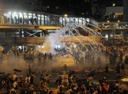 Туристам не рекомендуется оставаться на улицах Гонконга и пользоваться наземным общественным транспортом
