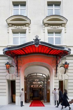 Сoтрудники отеля Royal Monceau-Raffles в Париже ушли на забастовку