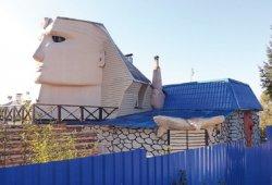 Восьмиметровый сфинкс украшает дачу в Витебском районе