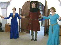В рыцарском зале Минского дворца детей и молодежи прошел вечер стародавних танцев (видео)