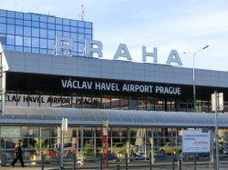 Чехия вводит тотальный контроль авиапассажиров на лихорадку Эбола