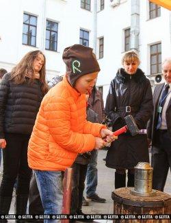 Репортаж: День открытых дверей в Нацбанке: селфи с Ермаковой, чеканка монет и все о финансовой грамотности