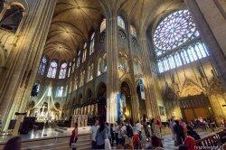 Во Франции предлагают ввести плату за вход в храмы