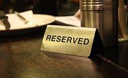 Около 60% мест в ресторанах и кафе Минска уже зарезервировано для новогодних корпоративов