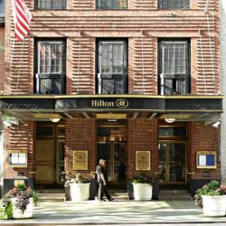 «Хилтон» выяснил, как часто гости забирают из отелей шампуни, мыло и лосьоны