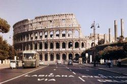 Российский турист, выдолбивший букву К на стене Колизея, заплатит 20 000 евро и больше не поедет в ЕС