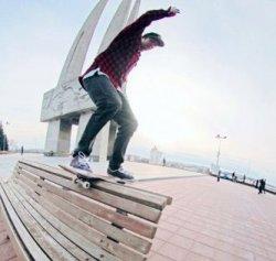 Катание на скейтборде возле монумента воинам-освободителям в Витебске: нарушение закона или занятия спортом?