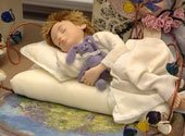 Столетие будуарной куклы отмечают в Национальном историческом музее (+ видео)