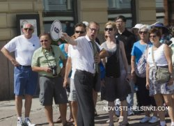 Александр Акуленок, директор российской туристической фирмы Viking Travel: «Зарплата рядового сотрудника турфирмы, не имеющего опыта, начинается от 400–500 евро»