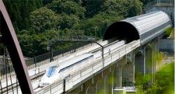 Поезд с 300 пассажирами заблокирован в горах Японии, эвакуация пока невозможна