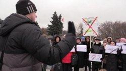 Пострадавшие от краха туроператоров вышли с митингом на Марсово поле в Петербурге (+ видео)