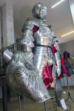 В Верхнем городе Минска открылась экспозиция доспешных дел мастера