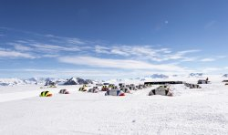 Туристы-экстремалы и любители одиночества приезжают в Антарктику (+ видео)