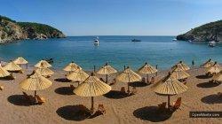 Туристы из-за рубежа приезжают в Черногорию, в первую очередь, из-за пляжей и моря