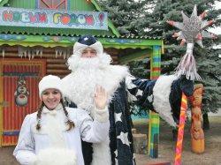 Дед Мороз начинает принимать гостей в своем домике в минском парке Горького