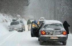 15 тысяч автомобилей застряли во Французских Альпах из-за снегопада и ледяного дождя