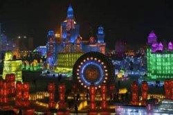 В Китае для туристов построили ледяной город с разноцветными замками