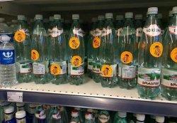В Литве на товарах появились наклейки «Не покупай кремлевскую пропаганду»