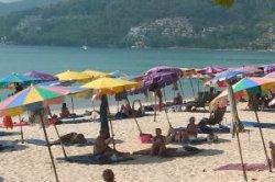 На пляжах Пхукета запретили есть и курить