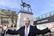 Трафальгарскую площадь в Лондоне украсил скелет лошади