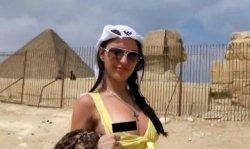 Порно-шоу российской туристки на фоне пирамид, египетские власти в ярости