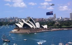 Австралия требует оплачивать за визу кредитной картой