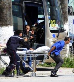 В результате террористической атаки в Тунисе пострадало более двадцати туристов