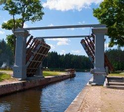 Губернатор Гродненской области прокатился на велосипеде вдоль Августовского канала