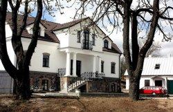 В самом сердце Новогрудка в настоящей шляхетской усадьбе работает частная картинная галерея