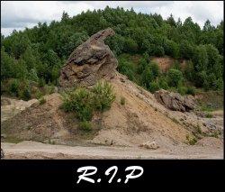 Еще одной достопримечательностью меньше: в песчаном карьере под Радошковичами уничтожают уникальный ледниковый конгломерат