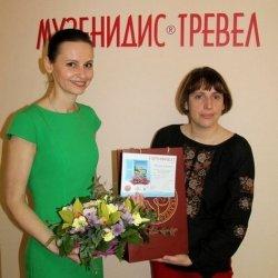 Екатерине Ткаченко, победительнице конкурса «Греция – моя мечта», вручили сертификат в офисе «Музенидис Трэвел»