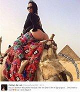 У египетских пирамид снова снимали «18+»
