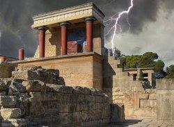 Молния чуть не убила группу российских туристов на Крите