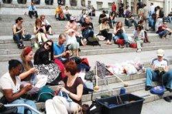 Вязать всегда, вязать везде: 13 июня отмечается Всемирный день вязания на публике