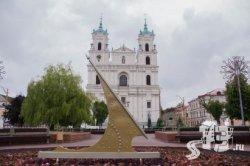 На центральной площади Гродно установили гигантские солнечные часы (фото)