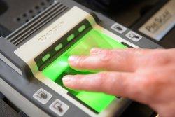 Биометрия в тестовом режиме: с 23 июня белорусы должны сдавать отпечатки пальцев для шенген-визы