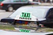 Бастующие таксисты не пускают туристов в аэропорты Парижа